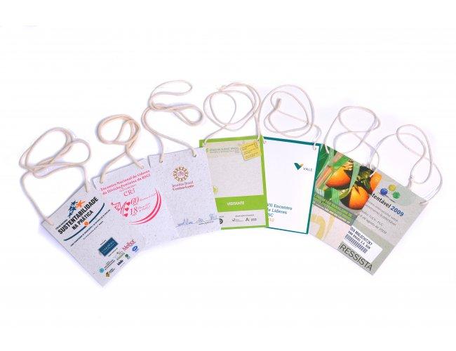 https://www.brindes.eco.br/content/interfaces/cms/userfiles/produtos/cracha_papel_semente_adic_124.jpg